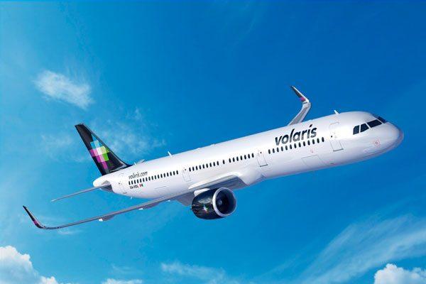 Pasajeros de Volaris quedan varados más de 16 horas en aeropuerto de Puebla