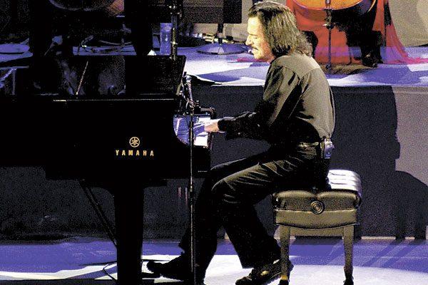 """Conquista Yanni a poblanos con """"new age"""" del American Tour 2016"""
