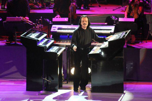 Yanni ofrece espectacular concierto en el Auditorio Metropolitano