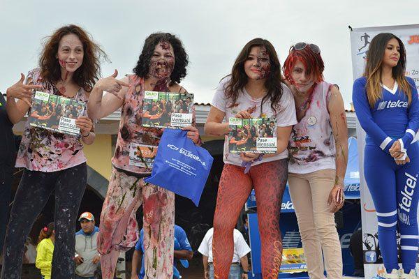 """Gran colorido y esplendor en la primera edición de la carrera """"Corre por ti: Zombies"""""""