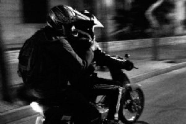 ¡Ahora en moto! Hampones asaltan a cuentahabiente en la Aquiles Serdán