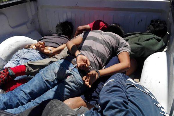 Tras persecución detienen a tres en la México-Puebla