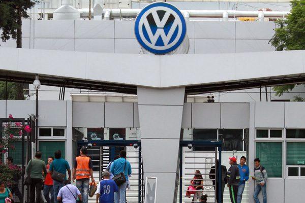 Contempla VW recortar más de 20 mil empleos en todo el mundo