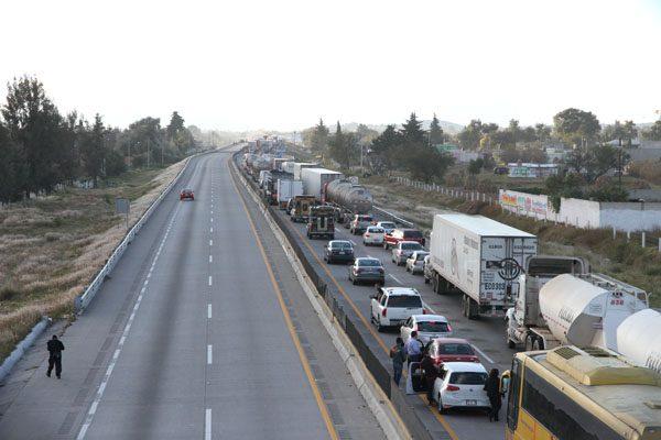 Tras 7 horas de bloqueo, reabren circulación en autopista Puebla-Acatzingo