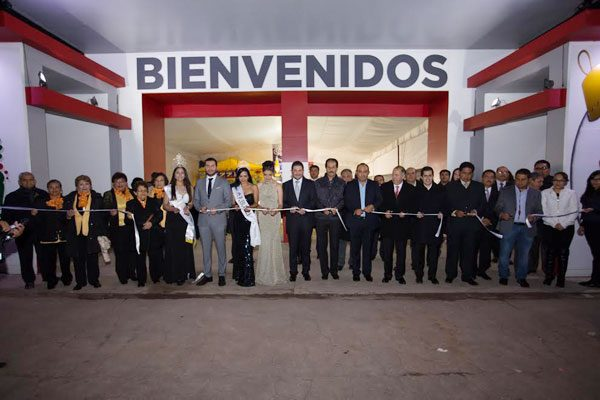 Arranca Feria Nacional del Árbol y la Esfera en Chignahuapan