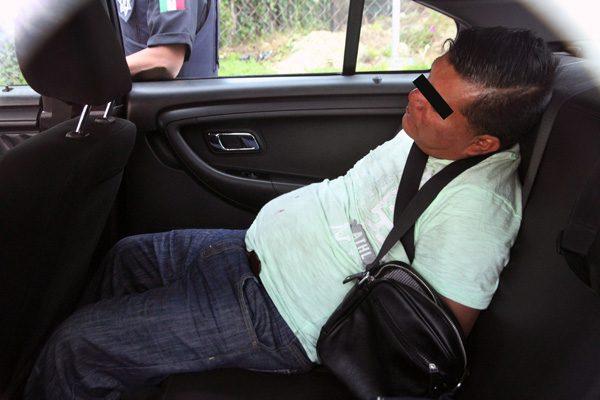 Por ayudar a un hombre, taxista estuvo a punto de morir