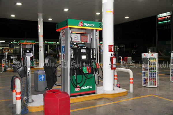Termina octubre con otro asalto a una gasolinera en Puebla capital