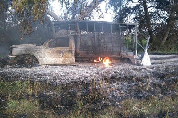 Detectan unidad con combustible robado y dos camionetas calcinadas