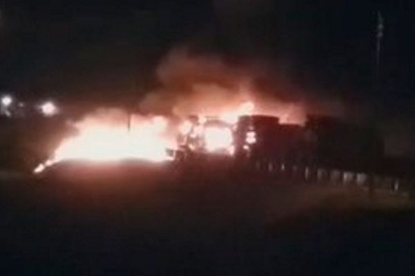 Arde camioneta cerca de Esperanza, sobre la autopista Orizaba-Puebla