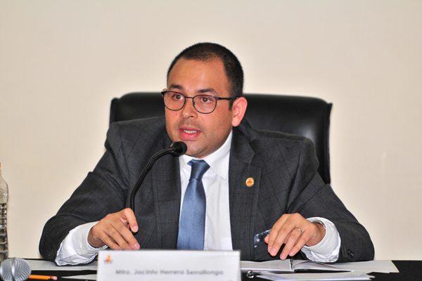 La austeridad no llega al IEE Puebla