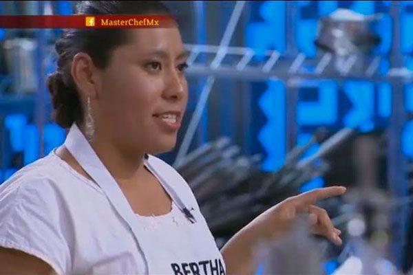Bertha se salva del reto de eliminación y mandil negro en MasterChef