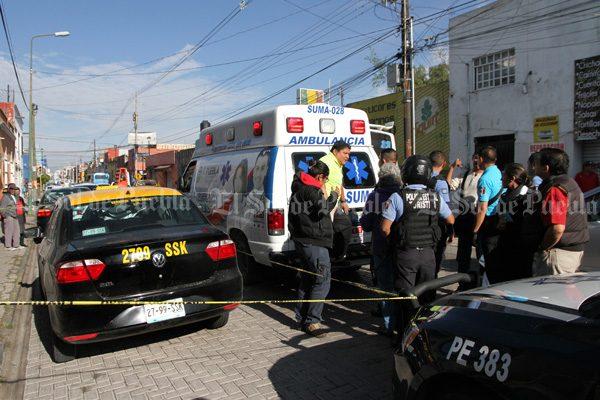 Secuestran a taxista, utilizan su unidad para delinquir