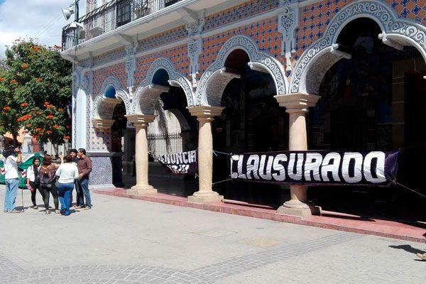 Clausura Morena comuna de Tehuacán y pide renuncia de alcaldesa