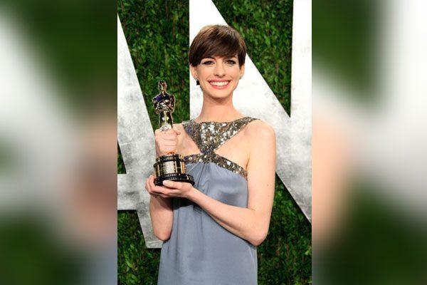 Anne Hathaway se sintió incómoda al recibir el Oscar