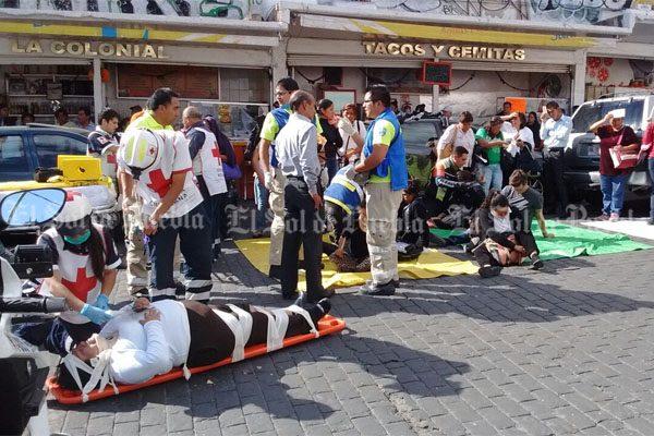 Choca Ruta Azteca contra camioneta Pathfinder; deja 27 lesionados