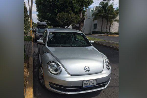 A punta de pistola despojan a mujer de su vehículo en San Manuel