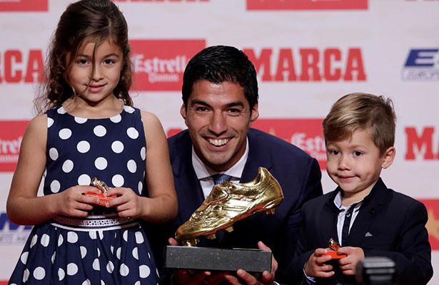 ¡Imparable! Luis Suárez recibe su segunda Bota de Oro