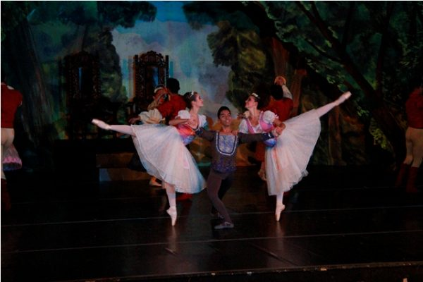El Lago de los Cisnes, hermoso ballet en vivo