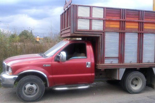 Aseguran a chofer y camioneta con combustible ilícito en Huejotzingo