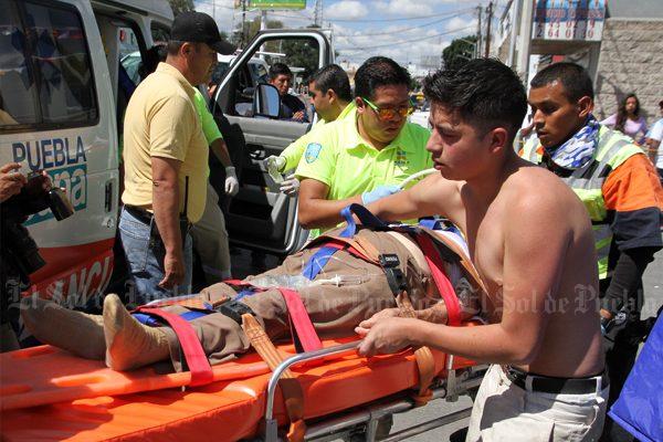Joven se gana el respeto de paramédicos, ayudó a dos mujeres atropelladas