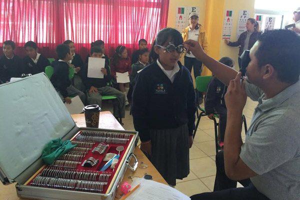 Contribuyen Cruz  Azul y CLISA con  salud visual de niños