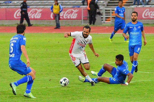 Lobos deja ir el triunfo en casa ante Celaya, pierden 2-1
