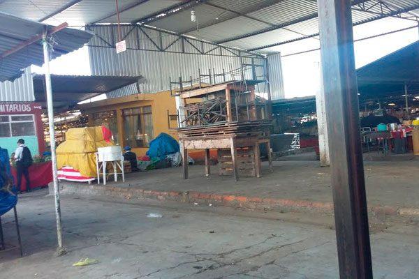 Sucio y en desorden luce mercado de Huejotzingo
