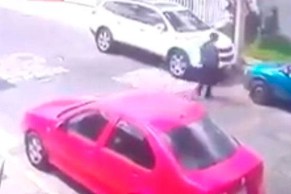 En segundos roban autopartes en Colonia La Paz