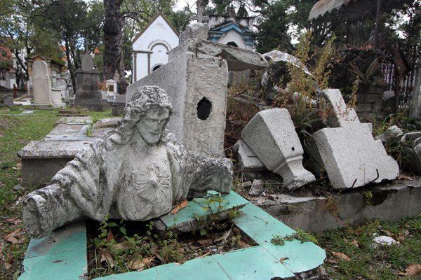 Panteones de Puebla, sin cupo  y abandonados | Vivir con la Muerte