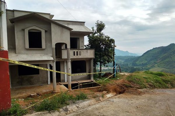 Aprueban predios para reubicación de afectados por Earl en Huauchinango