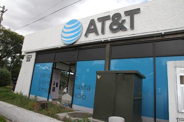 ¡Se vuelve cliente! Saquean otra tienda de AT&T