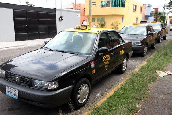 Ante asaltos y secuestros, taxistas toman sus propias medidas de seguridad