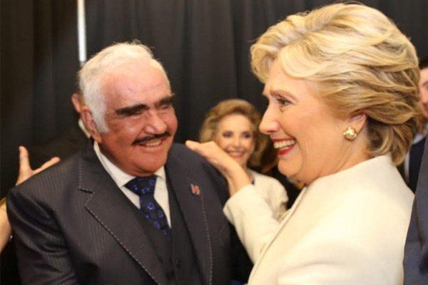 [Video] Efusivo encuentro entre Hillary Clinton y Vicente Fernández