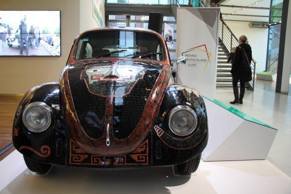 """Exhiben """"Vocho Teotihuacano"""" en Museo del automóvil de Alemania"""