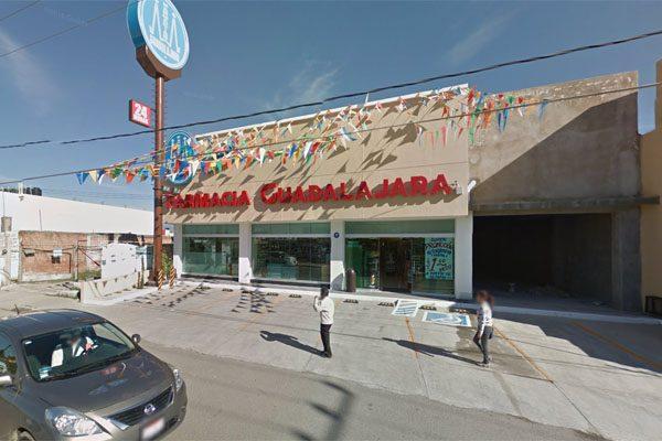 Empistolados atracan Farmacia Guadalajara de la Chapultepec