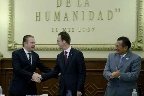 Luis Banck celebrando los 29 años de Puebla como Patrimonio Cultural de la Humanidad