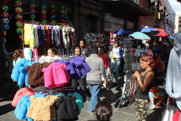 Ajustan detalles para reordenamiento de ambulantes en Puebla