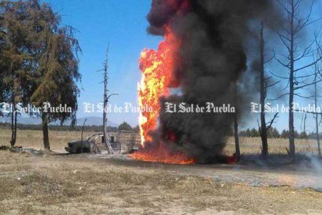 Arde otro ducto de Pemex, ahora en Palmar de Bravo