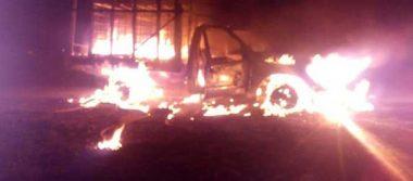Arde camioneta con combustible robado en Acatzingo