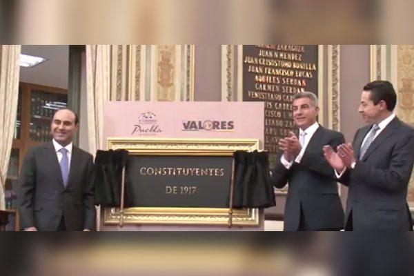 Congreso de Puebla devela placa en honor a los Constituyentes de 1917