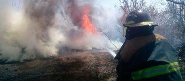 Incendios y una nube de humo tapizan cerros de Atlixco