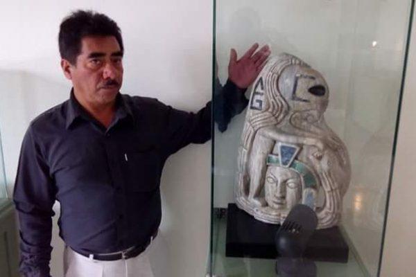¡Increíble! Localizan pieza arqueológica de figura alienígena en Xiutetelco