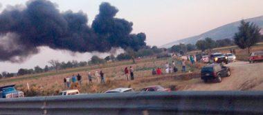 Desalojan a pobladores por explosión de ducto de Pemex