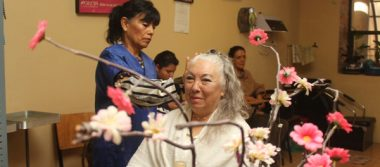 Doña Olga, reina del festival de primavera de la Casa del Abue