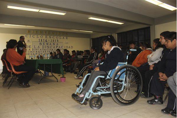Dan clases 2 808 escuelas de Puebla a niños con discapacidad