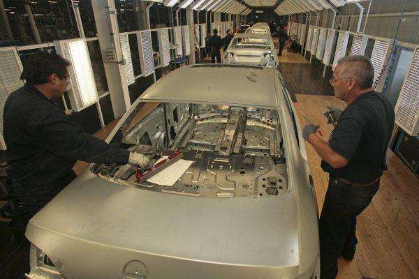 Crece 5% personal ocupado en la industria automotriz de México