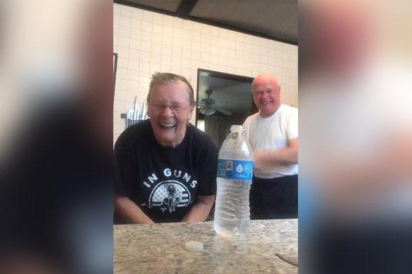Truco de magia de un abuelo, que te hará morir de risa