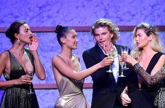 Irina Shayk, Bella Hadid, Jordan Barrett y Jessica Hart en la gala de los amfAR's
