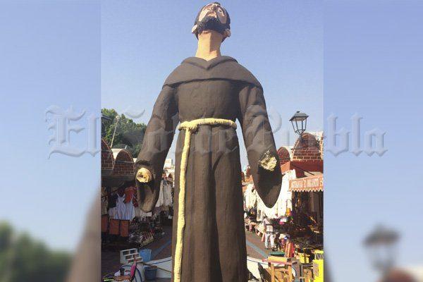 Se queda manco Fray Sebastián de Aparicio, de nuevo mutilan su estatua