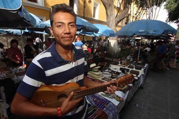 Abel León desea difundir una mezcla de culturas, la música folclórica de México